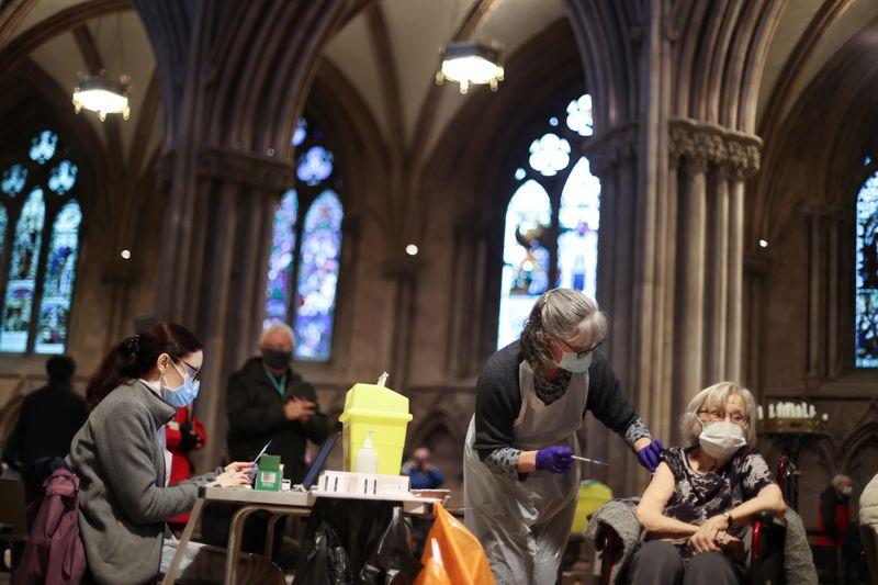 © Reuters. FILE PHOTO: Outbreak of the coronavirus disease (COVID-19) in Lichfield