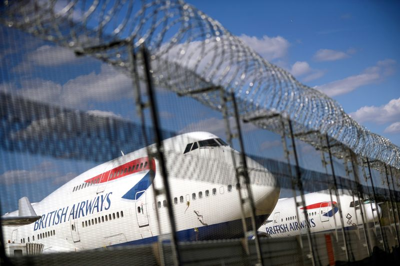 © Reuters. FILE PHOTO: British Airways planes are seen at the Heathrow Airport in London