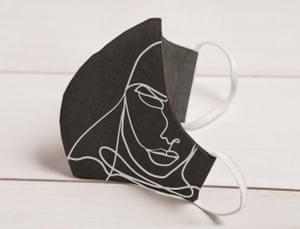 Sara Sidari linen face mask