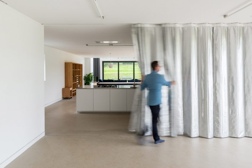 Curtain partition in DU18 by Turner Works