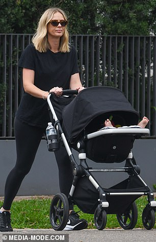 One hot mama! Sylvia looked chic in all-black activewear, wearing her T-shirt with a pair of leggings and Nike sneakers