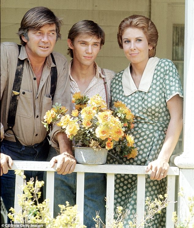 Real life inspiration: The series was based off of the childhood of series creator Earl Hamner, who also provided voiceover for the older version of John-Boy in the show; Ralph Waite, Richard Thomas, and Michael Learned are pictured together in 1974
