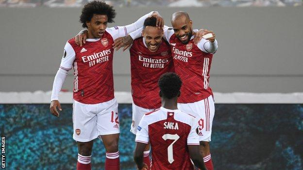Pierre-Emerick Aubameyang (centre top) celebrates with Willian, Alexandre Lacazette and Bukayo Saka
