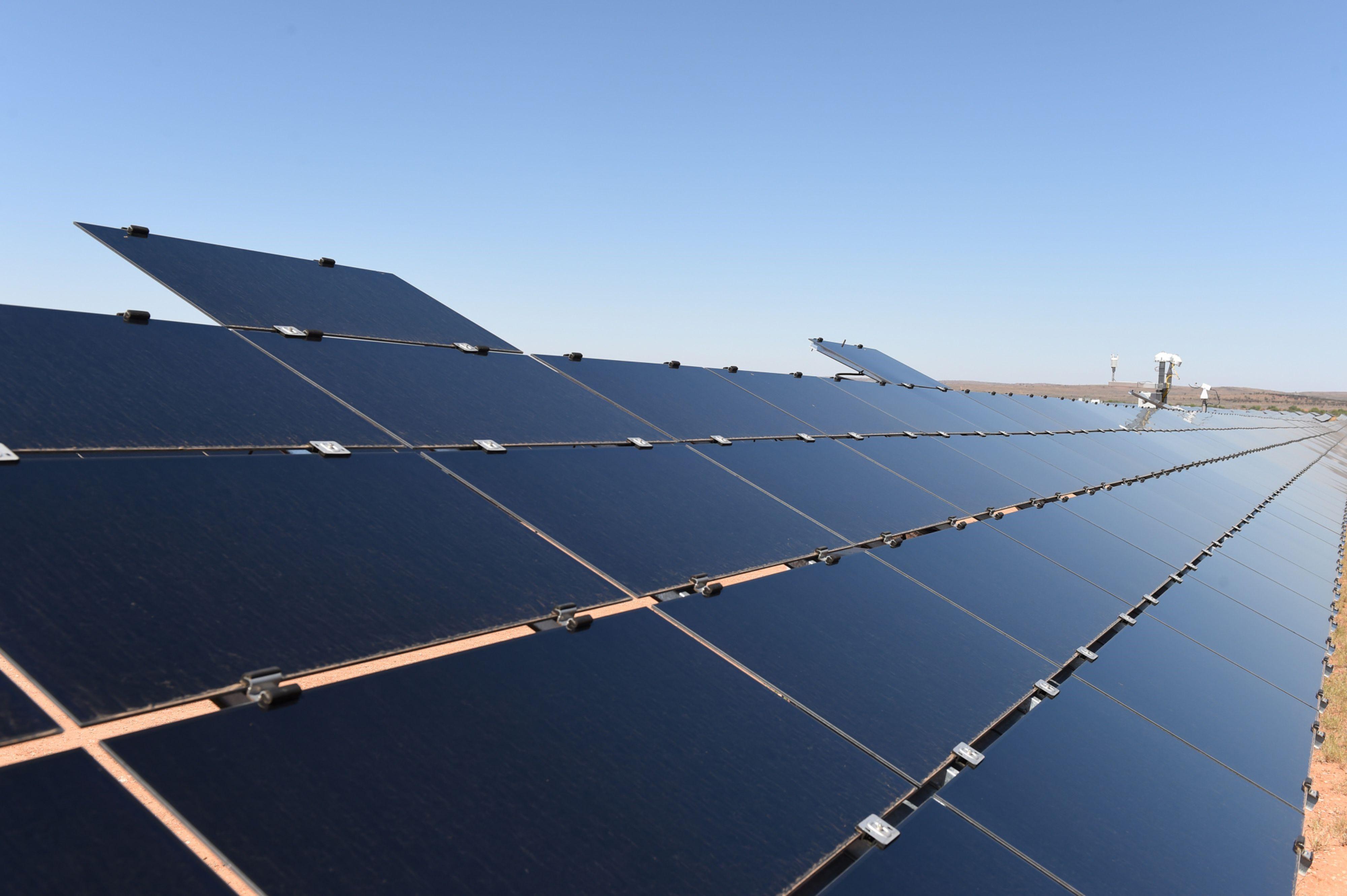 Solar news Photographer: Carla Gottgens/Bloomberg.