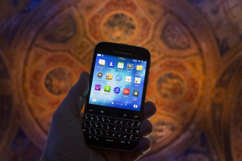 BlackBerry Tumbles After Analyst Says Sell