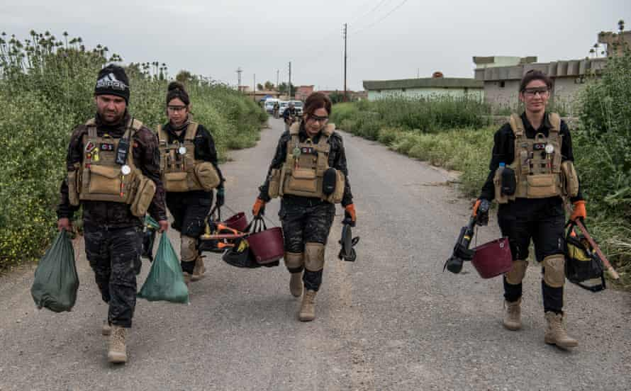 Contractors return from clearing fields around Sinjar.