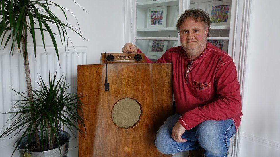 Rob Seaward and Murphy A146 console radio