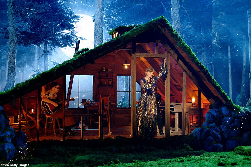 Epic: Her performance took place in an intricate stage which resembled an attic of a house