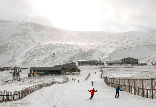 2BFH6HG Glenshee Ski Centre, Aberdeenshire, Scotland.