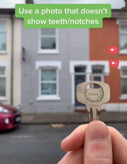 Be careful with your keys in photos