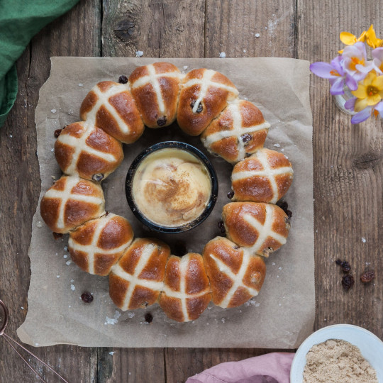 Hot Cross Bun Wreath Baking Kit
