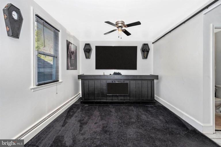 tv over black cabinet