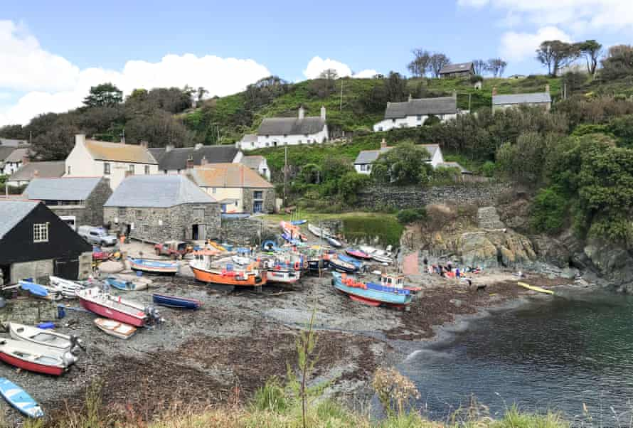 View of Cadgwith village, with cottages and fishing boats at the shore, Cornwall, UK.