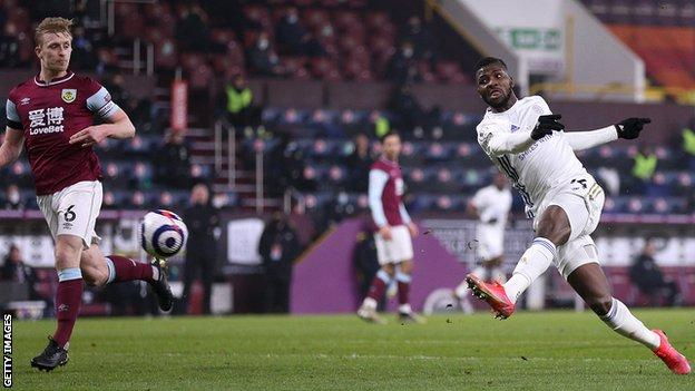 Kelechi Iheanacho scores for Leicester at Burnley