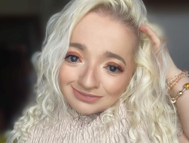 Samantha Renke selfie with hand in her hair