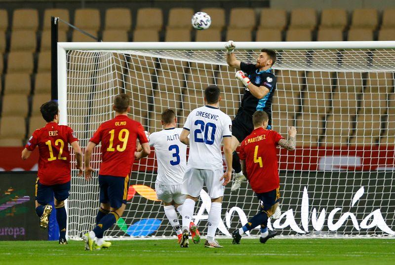 Spain make light work of Kosovo despite goalkeeping gaffe