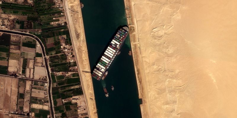 Tugs, dredgers continuing efforts to free ship stranded in Suez Canal: Authority