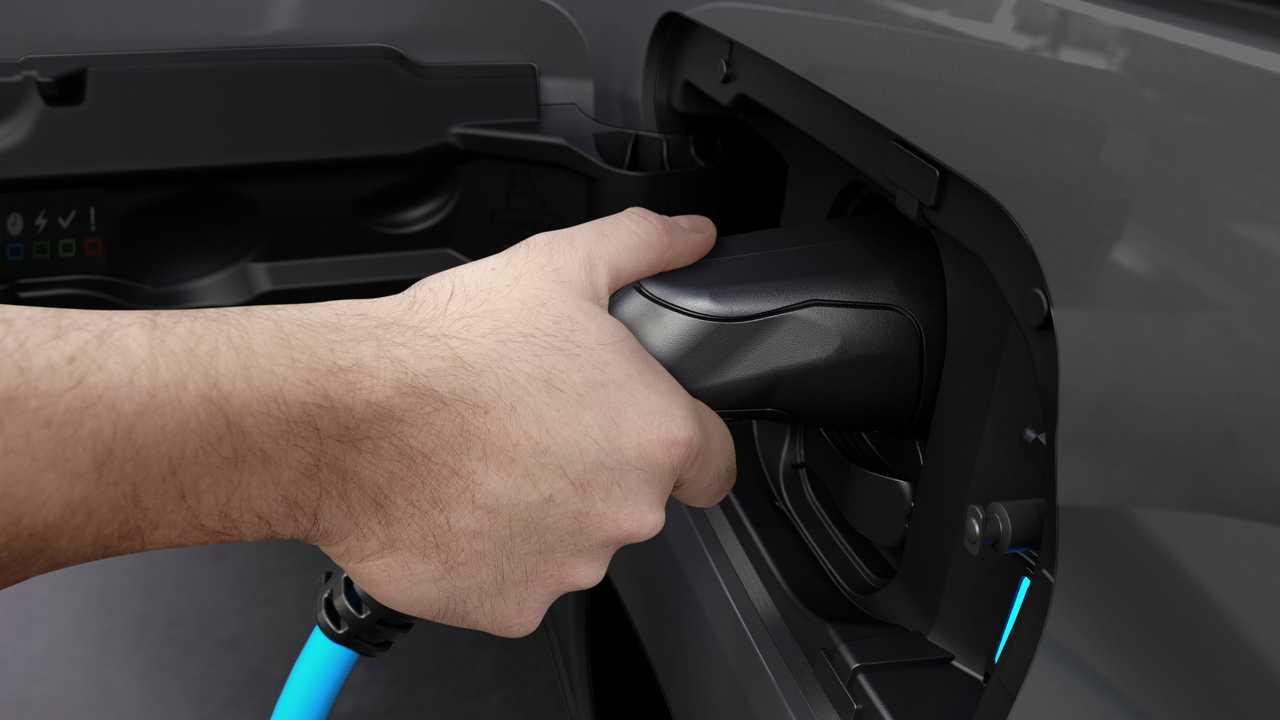 Peugeot e-Partner charging