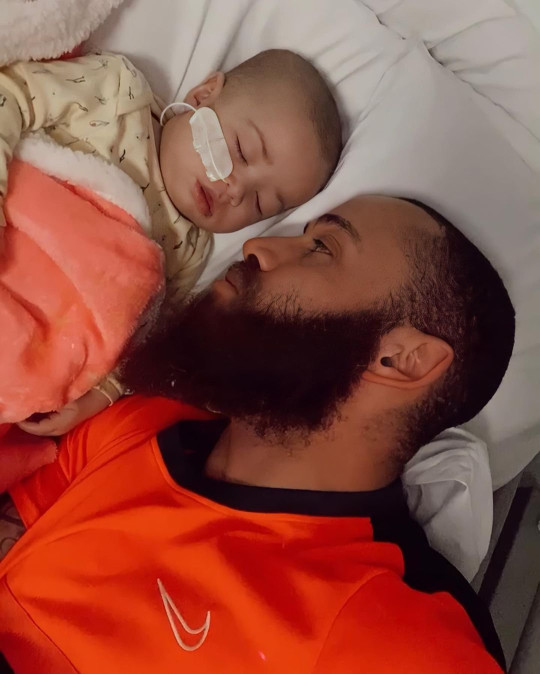 Ashley Cain with daughter Azaylia in hospital