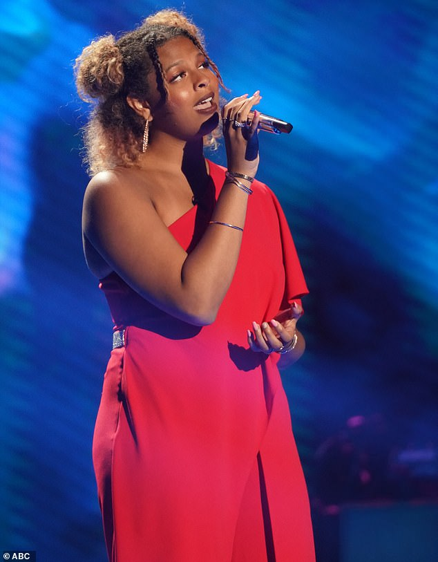 College student:The first contestant through was Alyssa Wray, a 19-year-old college student from Perryville, Kentucky, who crooned Roberta Flack's Killing Me Softly With His Song