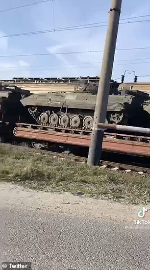 Russian armoured vehicles move to the border