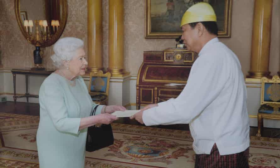 Kyaw Zwar Minn meeting the Queen.