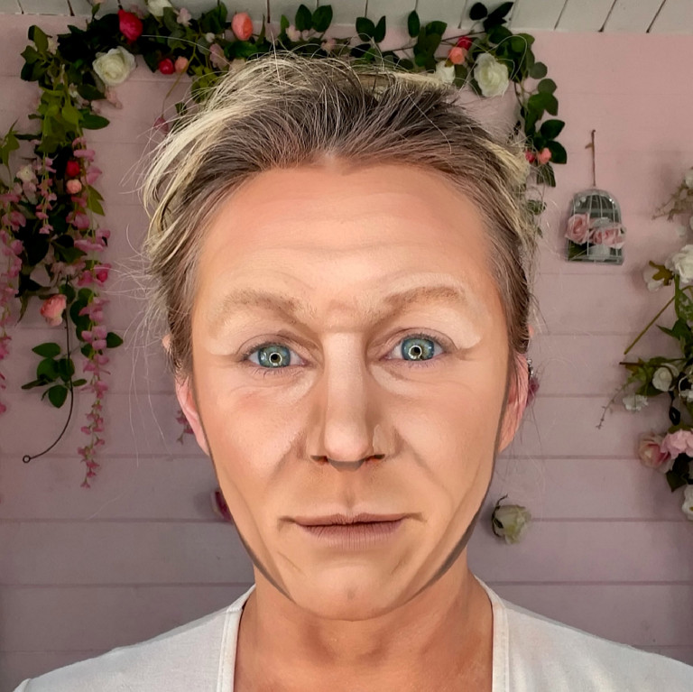 Liss Lacao paints her face as Gordon Ramsay