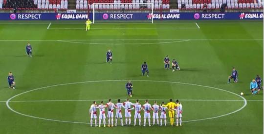 Arsenal's players took a knee before their Europa League match against Slavia Prague