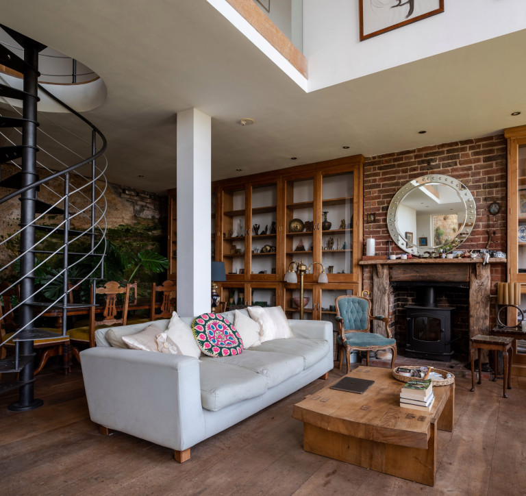 living and dining space in west hill villa