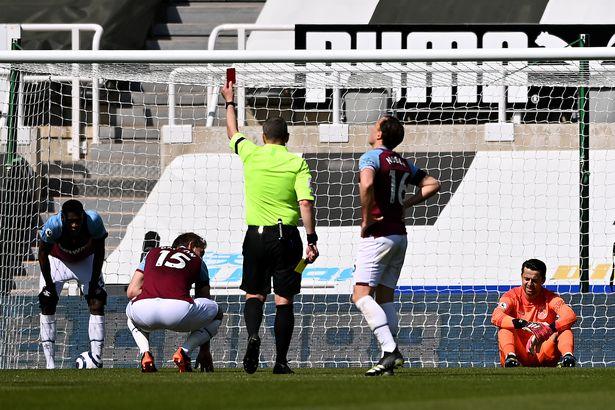 Craig Dawson sent off by referee Kevin Friend