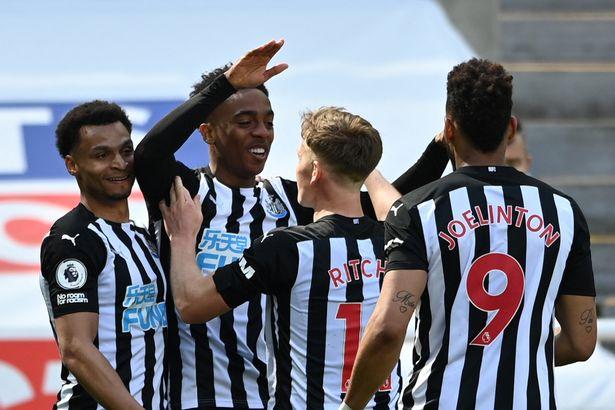 Newcastle United's English midfielder Joe Willock celebrates his winner