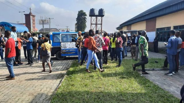Pipo don dey wait for election to begin at materials don deu arrive polling units