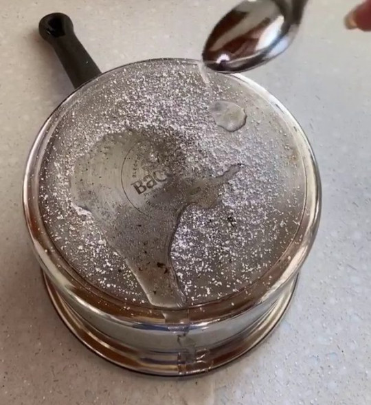 How to remove stubborn pot stains in seconds - salt and vinegar on pan