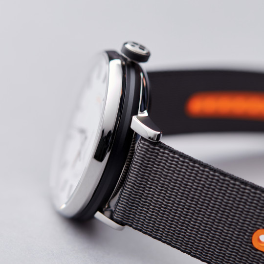 A smartwatch for analogue fans (Sequent)