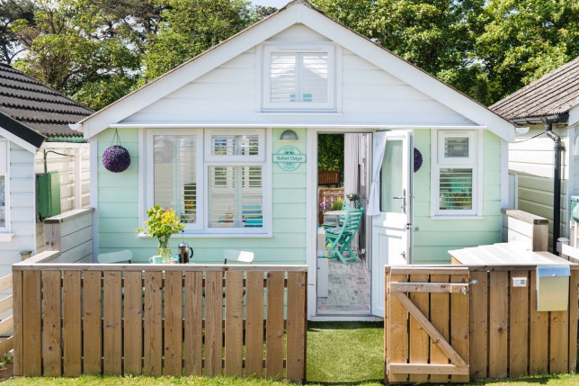 The 'world's best beach hut' and the only one in England to have five stars has been put up for sale - with bidding starting at 160K.
