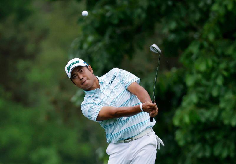 Golf-Matsuyama makes nervy start, Masters lead cut to one