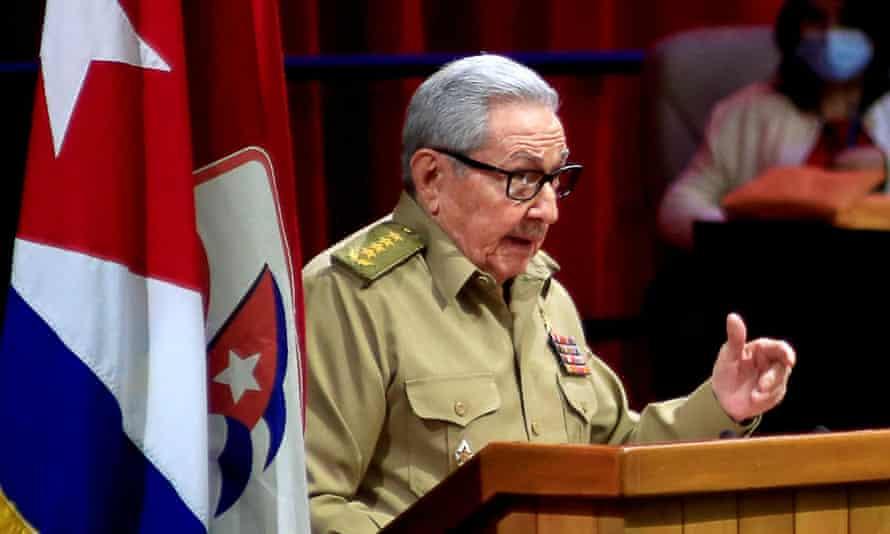 Raúl Castro announces his retirement