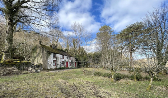 farmhouse with views of snowdonia