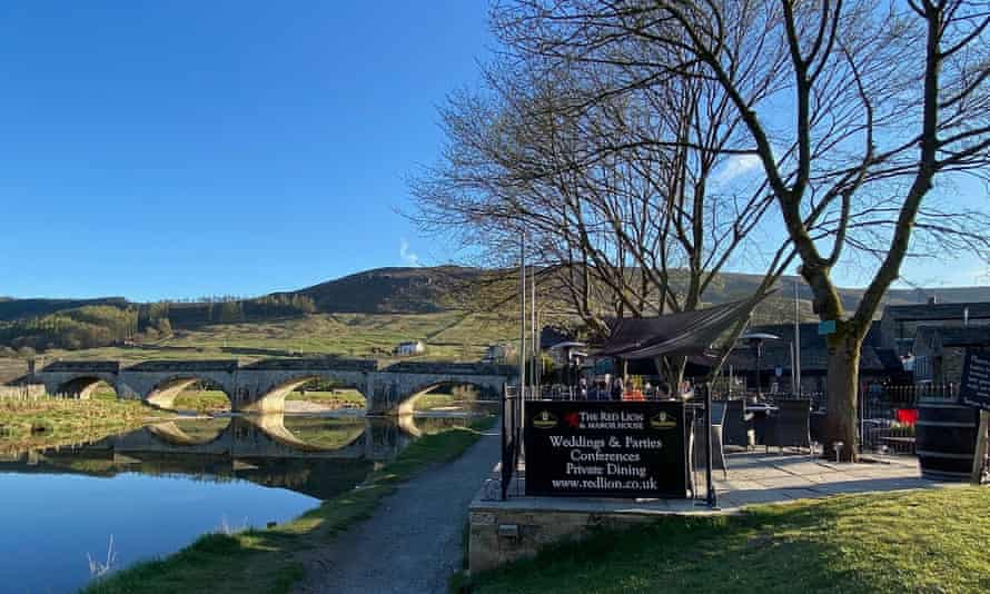 Red Lion Burnsall with river and bridge