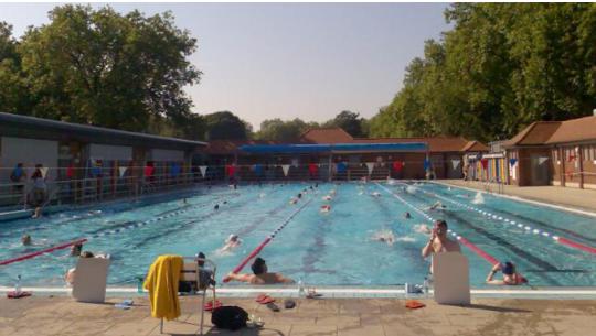London Fields Lido swimming pool