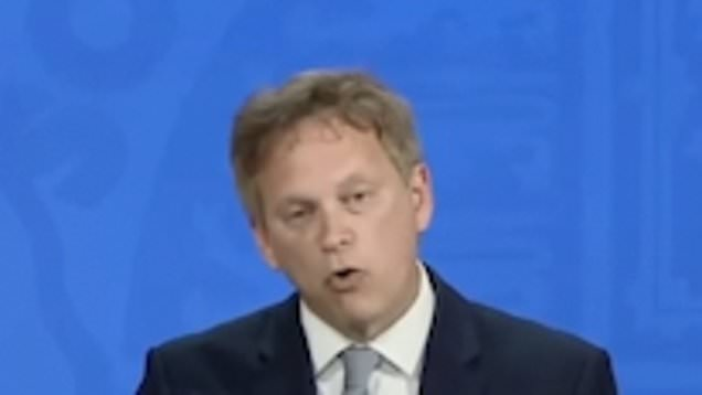 Grant Shapps sets out traffic light system for international travel from May 17