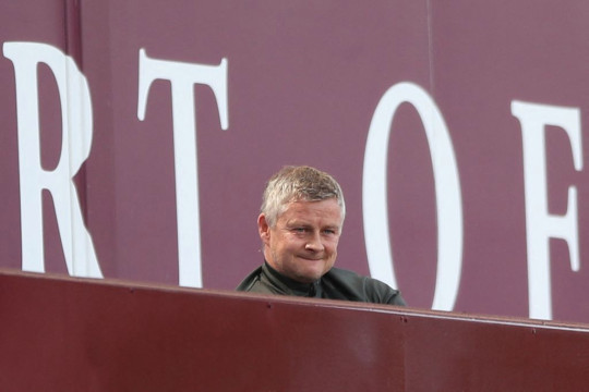 Ole Gunnar Solskjaer looks on during Manchester United's Premier League clash with Aston Villa