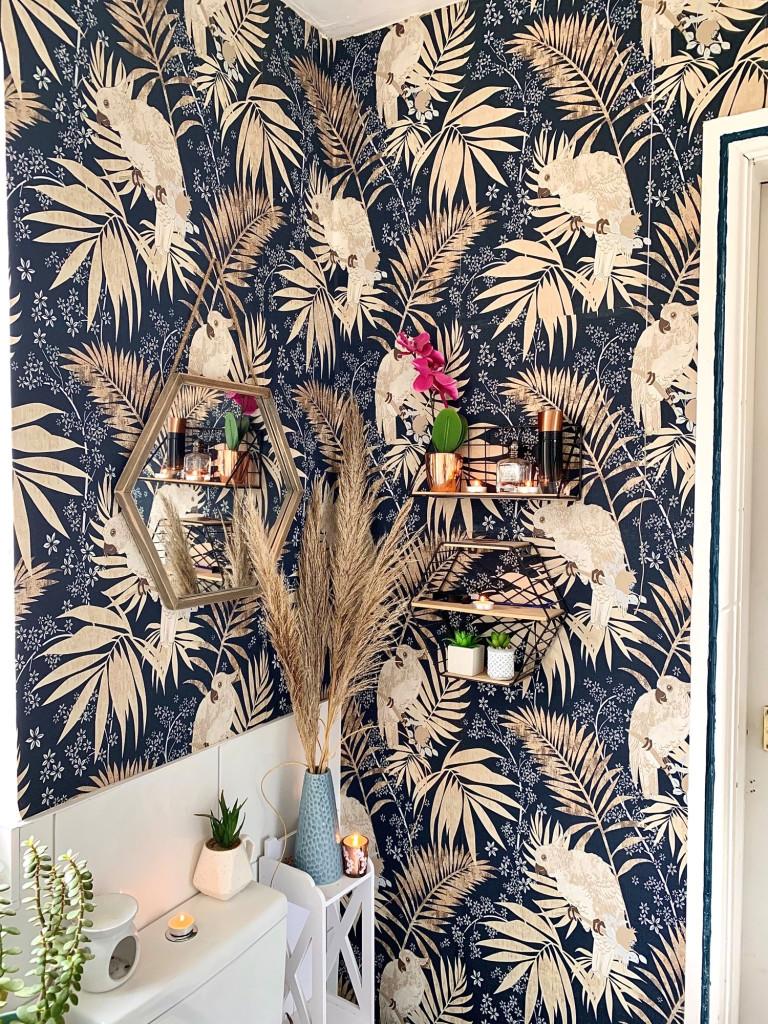 bathroom details: wallpaper and shelves