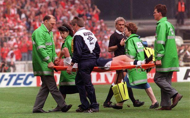 The injury plunged Gascoigne's move to Lazio into doubt