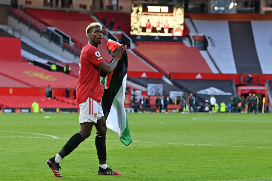 Manchester United stars Paul Pogba and Amad Diallo carry Palestine flag around Old Trafford