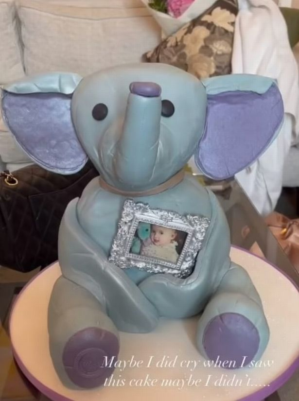 The TV star also got an Ellie Bellie cake