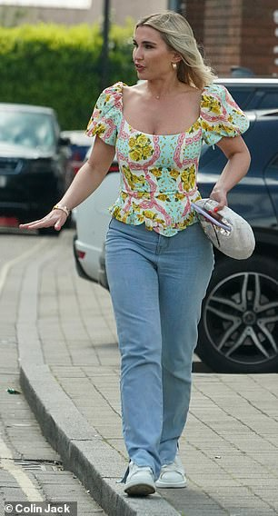 Lunch date: Billie, 31, opted for a colourful ensemble