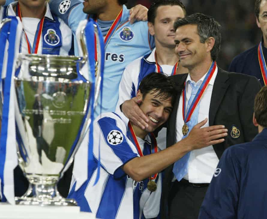 José Mourinho and Nuno Valente embrace after Porto win the 2004 Champions League final.