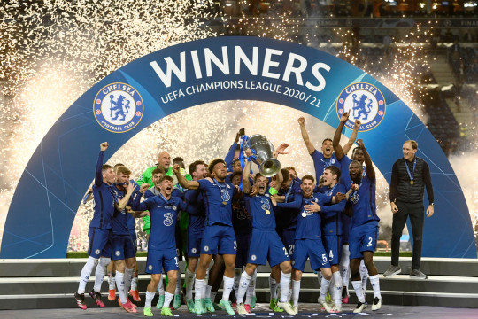 Chelsea's team captain Cesar Azpilicueta lifts the trophy at the end of the Champions League final soccer match between Manchester City and Chelsea at the Dragao Stadium in Porto, Portugal