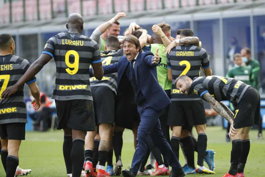 Conte and his Inter players.